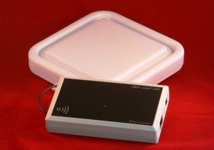 ISC.MRU102 Mid Range Reader RFID UHF EPC LAN con Antenna RFID UHF