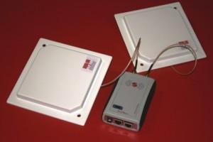 RED.MRU80.FLY-E Reader RFID UHF Ethernet RedWave SmartFly con multiplexer rfid e Antenne 16 x 16 cm.