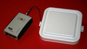 RED.MRU80.FLY-EI Reader RFID UHF Ethernet RedWave SmartFly con multiplexer, 1 antenna integrata di prossimità e 1 antenna ISC.ANT170x170