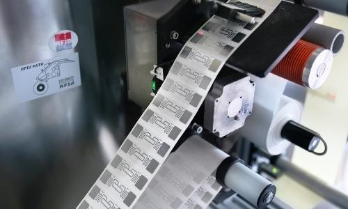 RFID Label Inserting Machine – Produzione etichette RFID