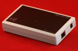 ISC.MRU102 – Desktop Mid Range Reader RFID UHF EPC con Multiplexer